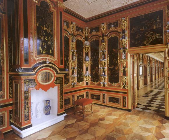 Интерьеры дворца монплезир